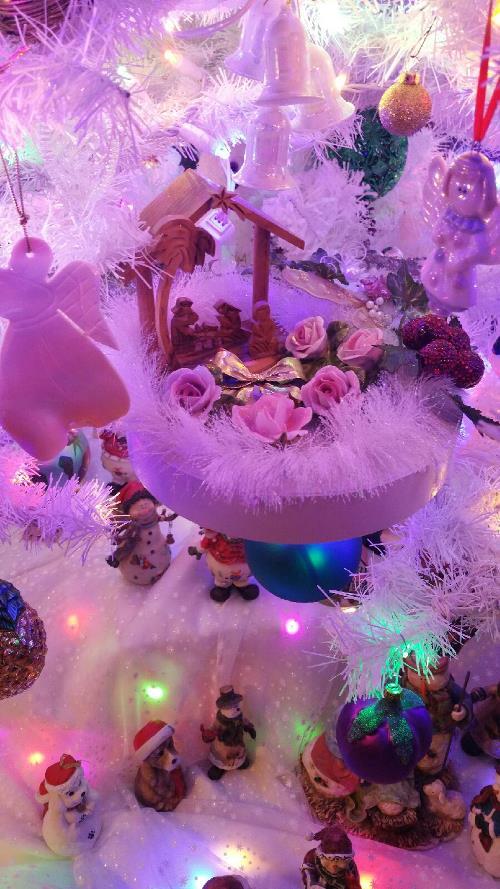 White Themed Christmas Tree